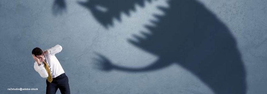 Mann, Angst vor bedrohlichem Schatten